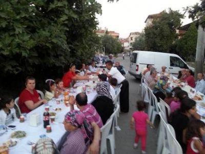AK Parti Yalova Merkez İlçe Başkanlığı, mahalle iftarlarına devam ediyor