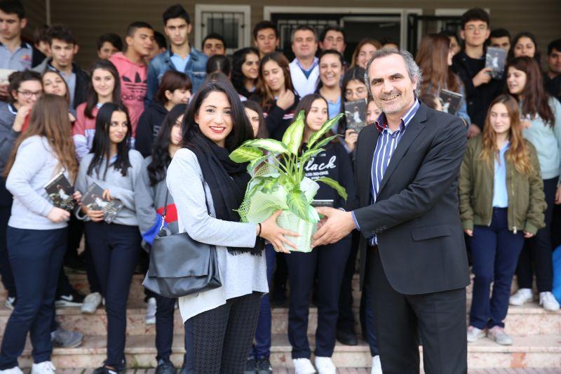 Ünlü yazar Hatice Üzgül'den Yalova'da lise ziyareti