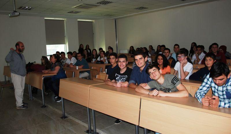 Akkök Ateşböceği, etkinliklerini Altınova Hürriyet İlköğretim Okulunda sürdürüyor