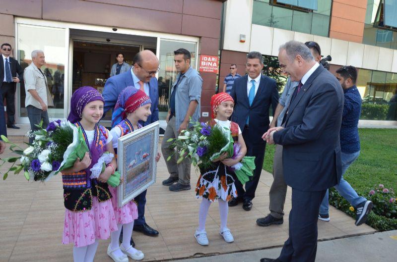 Bakan Özlü, Altınova'da