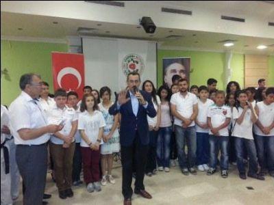 """GENÇLER """"BİRLİK"""" İÇİN SÖYLEDİ"""