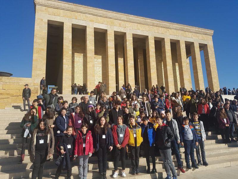 Bilge Okulları'ndan Ata'ya ziyaret