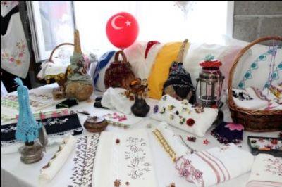 Mustafa Kemal Paşa Mahallesi Karanfil Ev Sergisi Açıldı