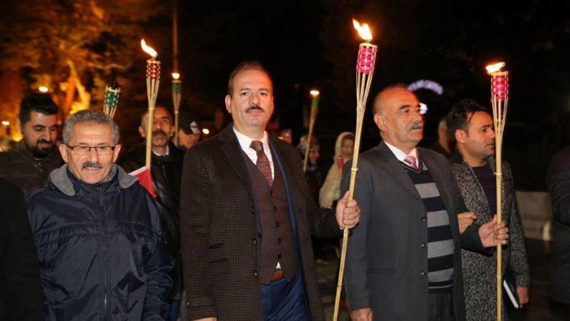 Yalova'da Öğretmenler Günü Fener Alayı ile taçlandı