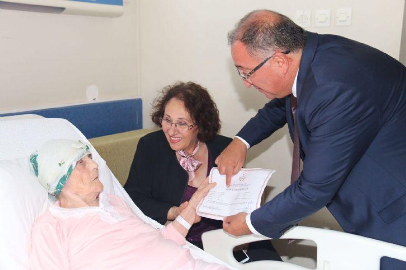 92 yaşında okuma-yazma öğrendi