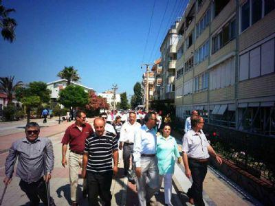 Bayramın ikinci günü, AK Partililer, Çiftlikköy'de vatandaşlarla, bayram sevincini paylaştı