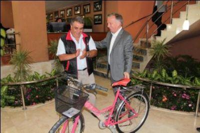 Koçal, Vatandaşları Bisiklete Teşvik Etmeyi Sürdürüyor