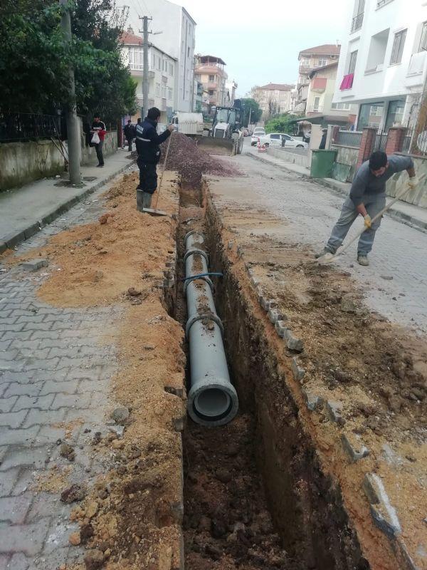 Yeni yağmur suyu kanalı döşeniyor