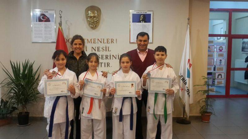 Yalova Bahçeşehirli karateciler madalyalarını aldı