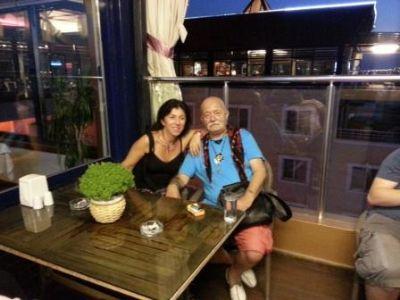 Sümer Tilmaç ve tiyatro grubu Elegance Resort Hotel'deydi
