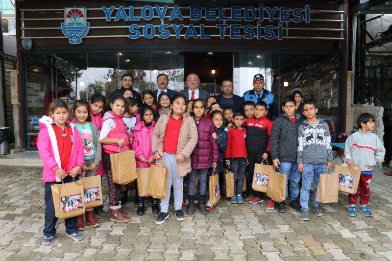 Dünya Çocuk Hakları Günü'nde çocuklarla buluştu