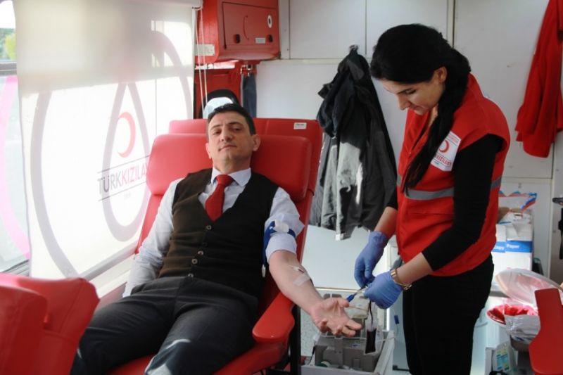 İl GıdaTarım Ve Hayvancılık Müdürü Suat Parıldar Kan Bağışı yaptı