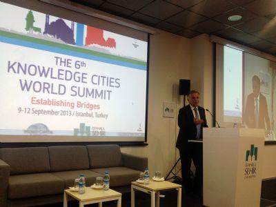 Başkan Koçal 6.Bilgi Şehirleri Dünya Zirvesi'nde ZAMBAK'ı anlattı