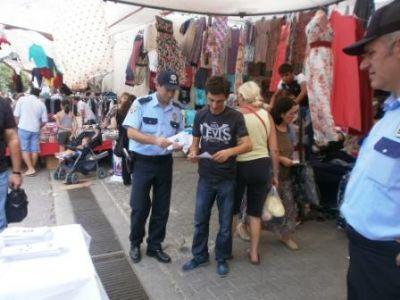 Çiftlikköy polisi, vatandaşları kapkaç ve dolandırıcılık olaylarına karşı bilinçlendiriyor