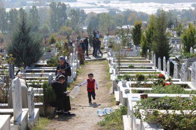 Yalova'da şehir mezarlığı doldu taştı