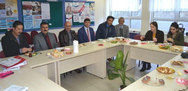 Oral, eğitimcilerle buluştu