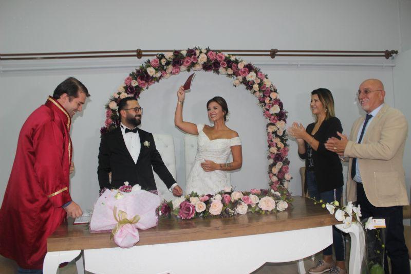 Tazegül ve Gümüşdağ kıyılan nikahla dünya evine girdiler